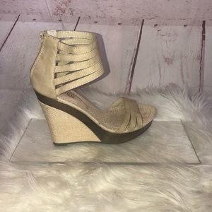Bucco Eagly Wedge Heel Size 7.5